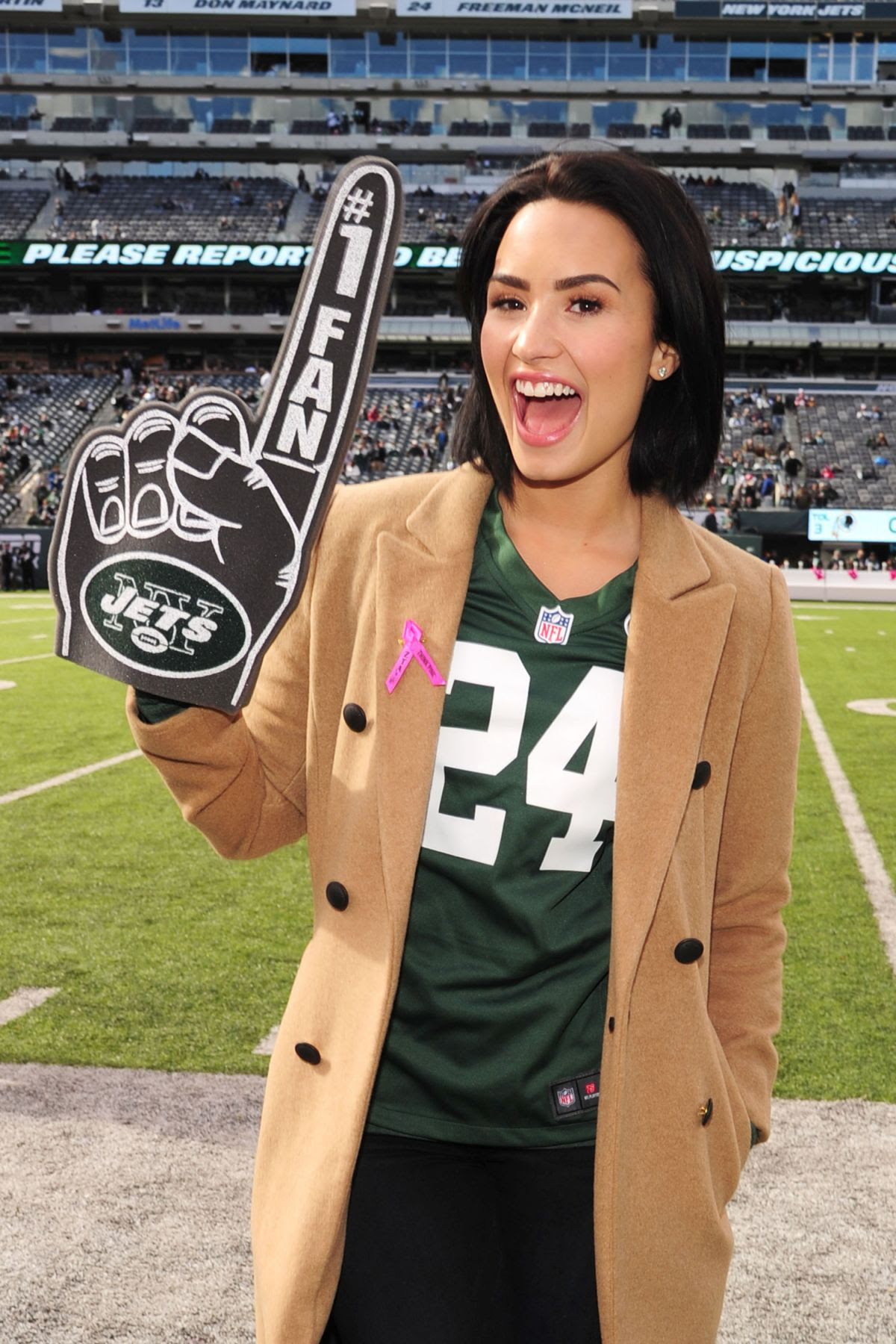 DEM LOVATO at Jets vs. Washington Redskins Game in New Jersey 10/18/2015