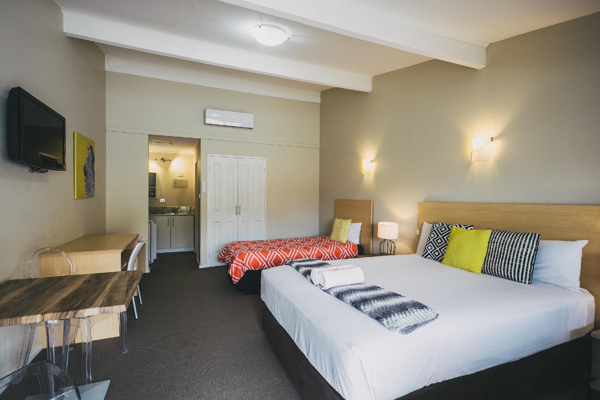 hotel near Albany Six Degrees Motel