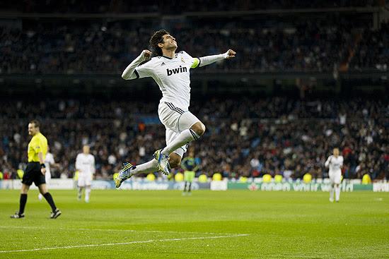 Kaká comemora seu gol contra o Ajax
