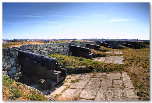 Canhões na fortaleza de Almeida by VRfoto