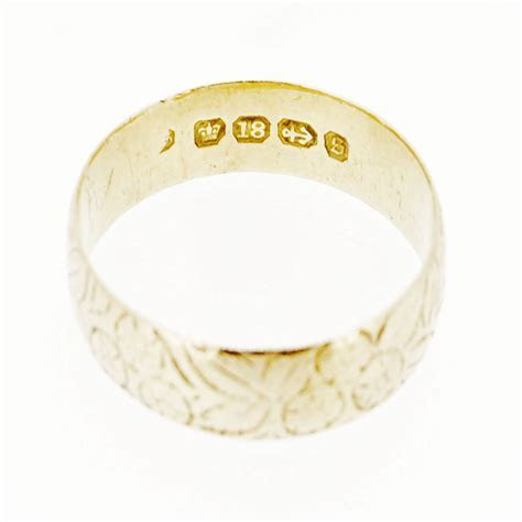 Victorian Antique Engraved 18ct Gold Wedding Band