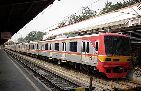 Asyiknya Berkeliling Jakarta dengan KRL/Commuter Line