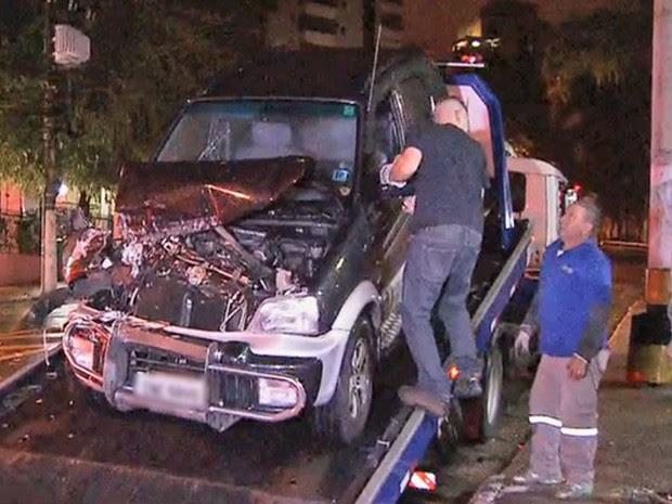 Menino de 10 anos, morto pela polícia, dirigia o carro. Ele estava acompanhado pelo amigo, de 11 (Foto: Reprodução/TV Globo)