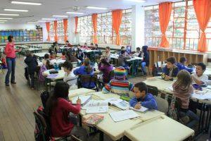 Saiba como funciona a escola pública sem provas, turmas e disciplinas