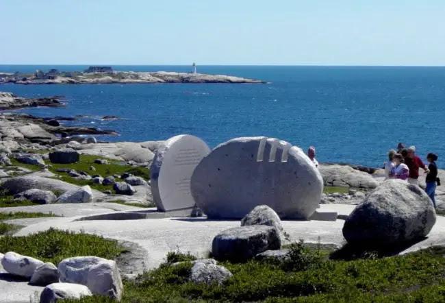 Memorial 650x442 Nova Scotia: Peggy's Cove & the Tragedy of Swiss Air Flight 111
