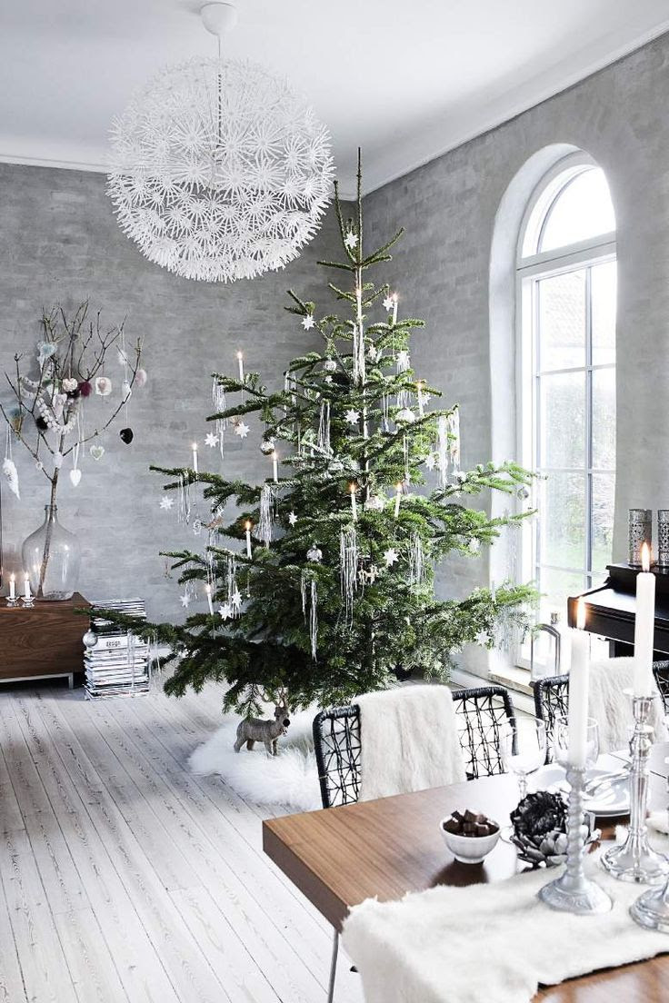 white Christmas http://b.bimg.dk/node-images/25/7/x2048-u/7025828-juletr.jpg