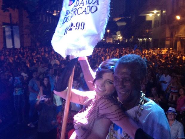 Peninha e Ana Paula são mestre-sala e porta-bandeira (Foto: Daniel Silveira / G1)