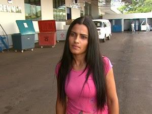 Ana Maurícia na cooperativa onde encontrou os cheques (Foto: Reprodução/EPTV)