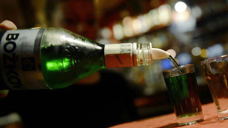 El Gobierno sube alcohol y tabaco, grava el aire acondicionado y limita deducciones de empresas