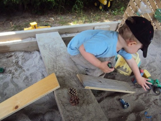 juntas en la caja de arena se convierten en rampas, bancos, cocina-tops y bancos de trabajo