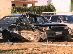 Veículo ficou destruído após colisão em Faxinal do Soturno, RS (Foto: Reprodução/RBS TV)