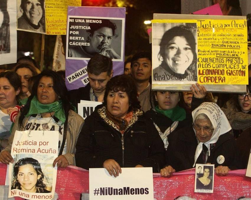 Miles de personas marcharon por #NiUnaMenos en la ciudad de Buenos Aires. (DyN)