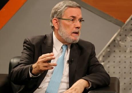 """Califica de """"imprudencia política"""" dar premio literario a Vargas Llosa"""
