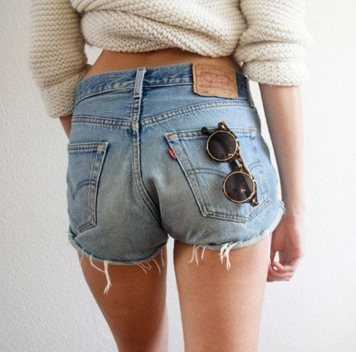 8 Le Fashion Blog Shots That Prove Levis Make Your Butt Look Amazing Good Denim Cut Offs Jean Shorts Via Lookbook