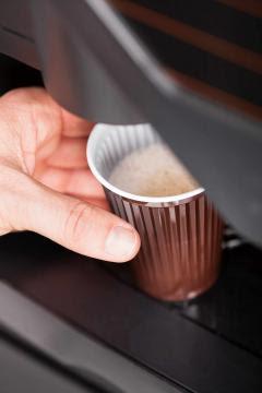 Otrava pe care o bem zilnic de la automatul de cafea