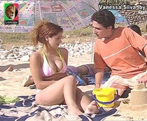 Vanessa Silva sensual em biquini na novela Saber Amar