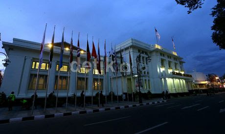 Jalan Asia Afrika Bandung Dibuka Lagi Mulai Tengah Malam 7c651c44df