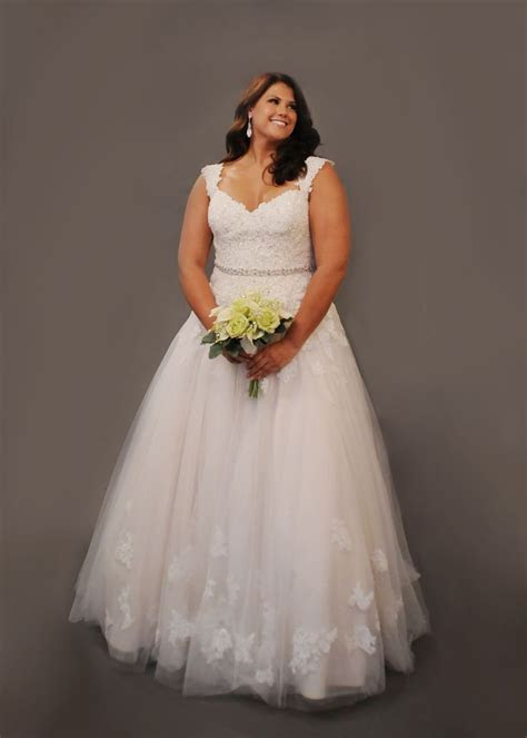 17 Best ideas about Curvy Wedding Dresses on Pinterest