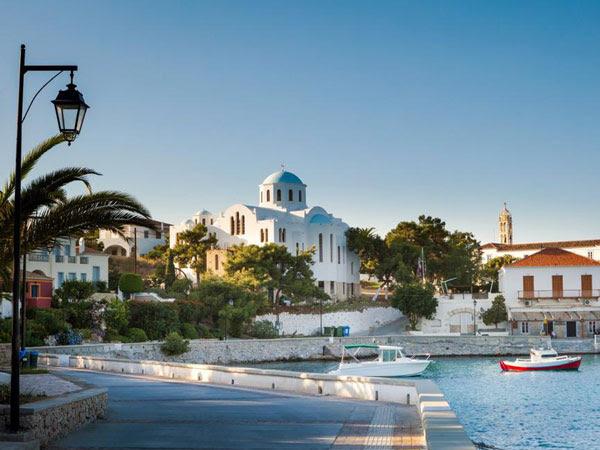 perierga.gr - Οι Σπέτσες στους καλύτερους προορισμούς για το 2016!