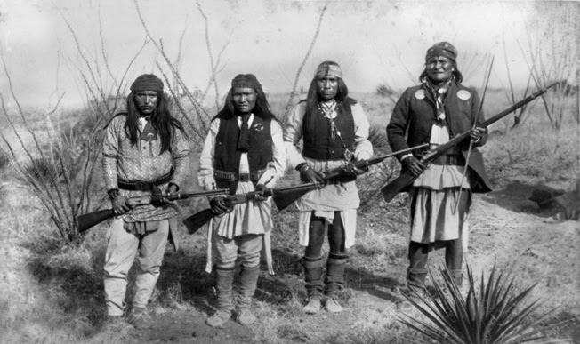 File:Apache chief Geronimo (right) and his warriors in 1886.jpg