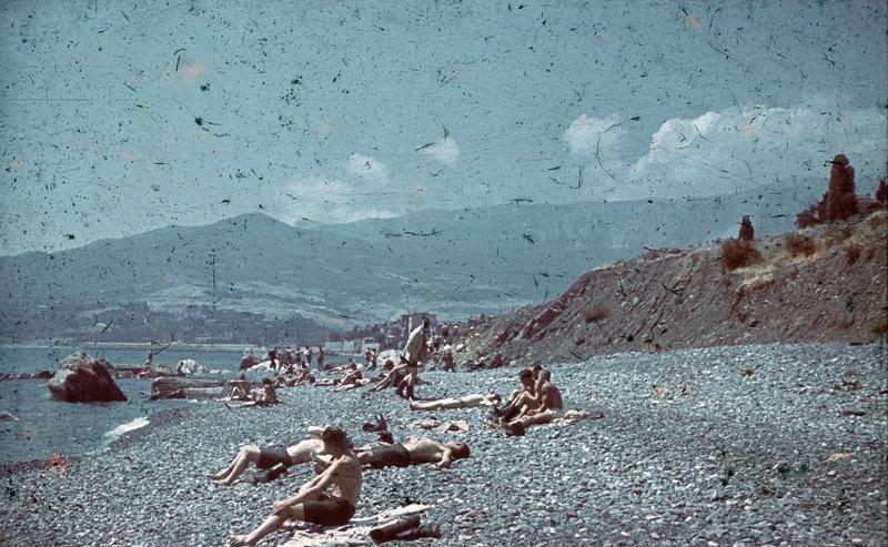 File:Bundesarchiv N 1603 Bild-100, Russland, Krim, Erholung am Strand.jpg
