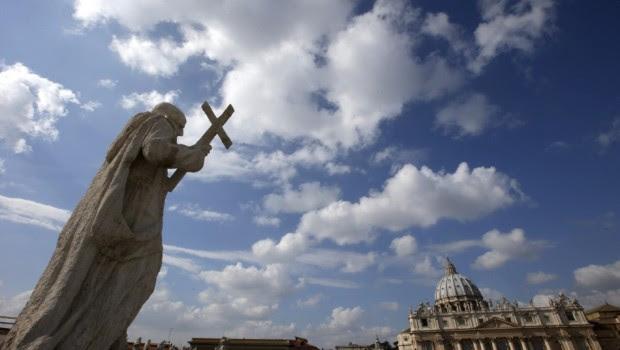 Denuncian prostitución infantil y ritos satánicos en El Vaticano
