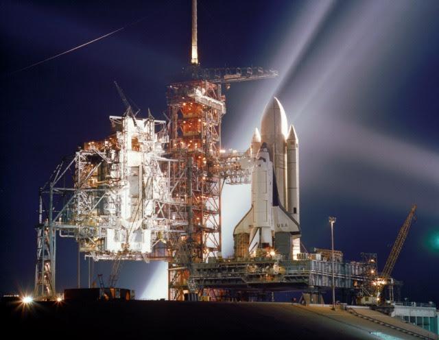 Visão noturna do Space Shuttle