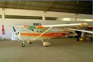 Aeronave faz pouso forçado fora da pista e provoca incêndio em São José (Foto: Reprodução/ Aeroclube de São José)