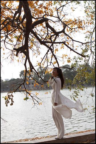 lãng đãng bên Hồ