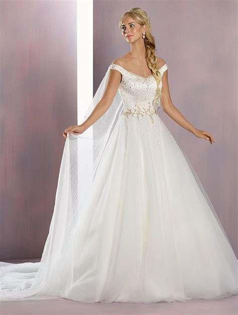 25  best ideas about Frozen Wedding Dress on Pinterest