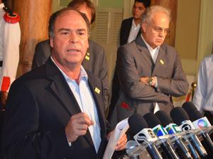 O ministro da Integração, Fernando Bezerra Coelho, e o secretário do Ministério de Ciência e Tecnologia, Carlos Nobre (Foto: Marina Fontenele/G1)