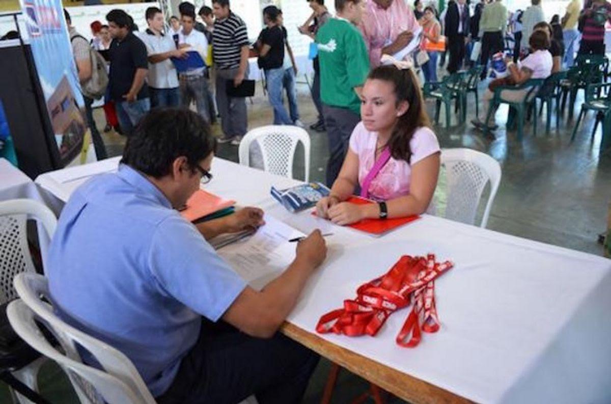Resultado de imagen para Feria de empleos en Concepción py