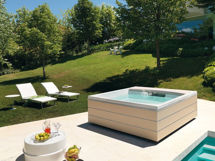 5 Best Outdoor Jacuzzi Ideas for a Relaxing Weekend