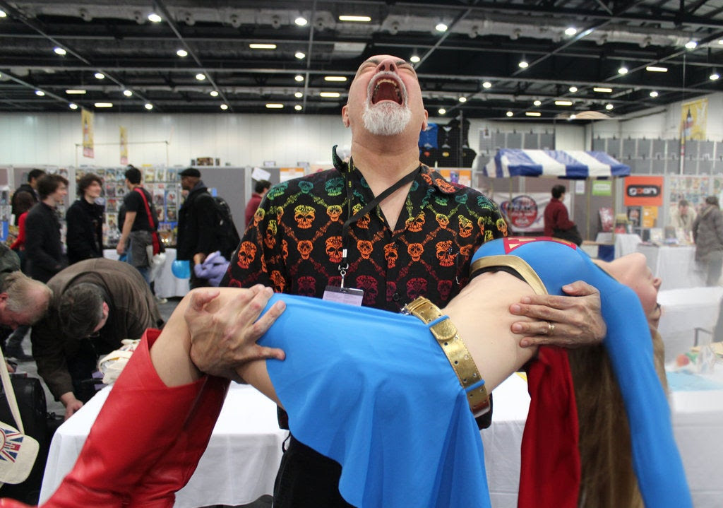George Pérez Cosplays the Death of Supergirl a Lot