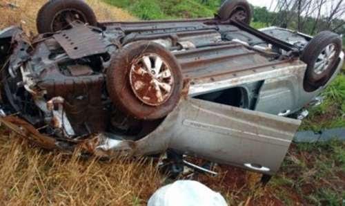 Motorista tem ferimentos leves após capotamento na BR-376