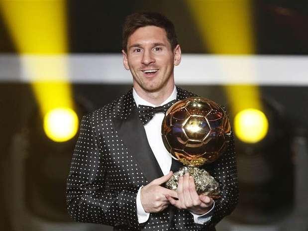 Messi foi aplaudido de pé em Zurique após conquistar a quarta Bola de Ouro Foto: Michael Buholzer / Reuters