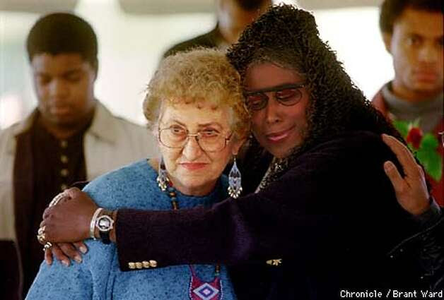 JOONESTOWN2/18NOV98/MN/BW--Survivors of Jim Jones and Jonestown, Neva Sly, left, and Yulanda Williams were reunited at the 20th anniversary memorial held in Oakland Wednesday. Yulanda escaped through the jungle. Neva got out but lost her husband. By Brant Ward/Chronicle Photo: BRANT WARD