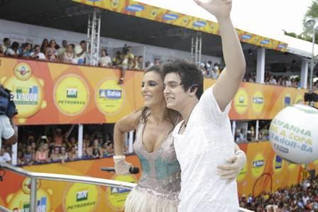Cantora comemora 10 anos à frente do Bloco Coruja