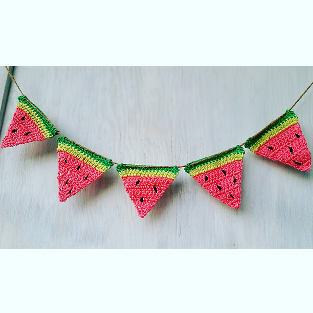 patron de crochet gratuit Sweet Watermelon Bunting par Alia Bland