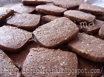 [ Biscotti al Cacao con Pinoli ]
