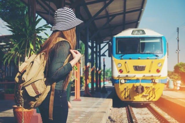 Risultati immagini per viaggiare in treno