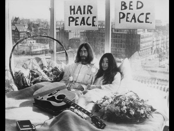 Beatle John Lennon (1940 � 1980) and his wife of a week Yoko Ono in their bed in the Presidential Suite of the Hilton Hotel, Amsterdam, 25th March 1969. The couple are staging a 'bed­in for peace' and intend to stay in bed for seven days 'as a protest against war and violence in the world'.