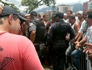 polícia ornaniza fila na Arena