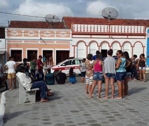 TRAGÉDIA NO CARIRI: Homem mata primo em frente à igreja e depois tenta suicidar-se com tiro na boca