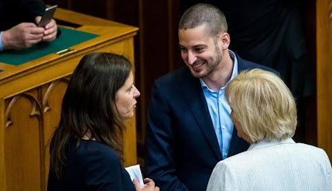 Ungár Péter kétszínű, nem szavazta meg az ápolási díj emelését