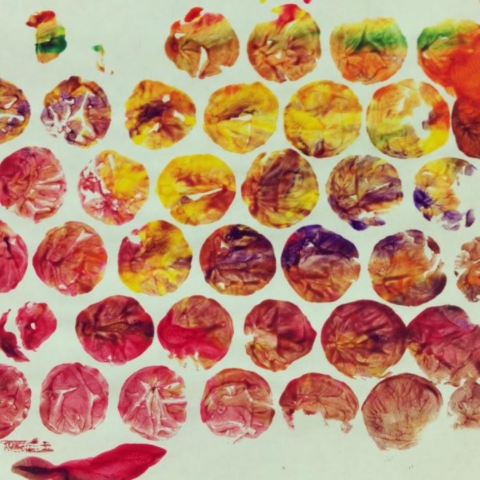 http://preschool-daze.com/2013/10/05/b-is-for-bubble-wrap-painting/