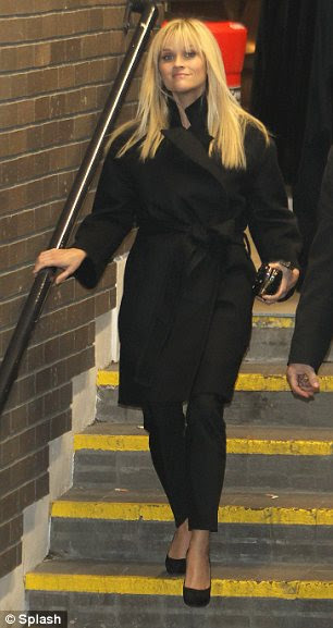 Woman in Black: Reese foi vista indo para o Norton Graham Mostrar