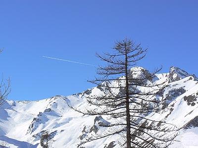 avion sur la montagne.jpg