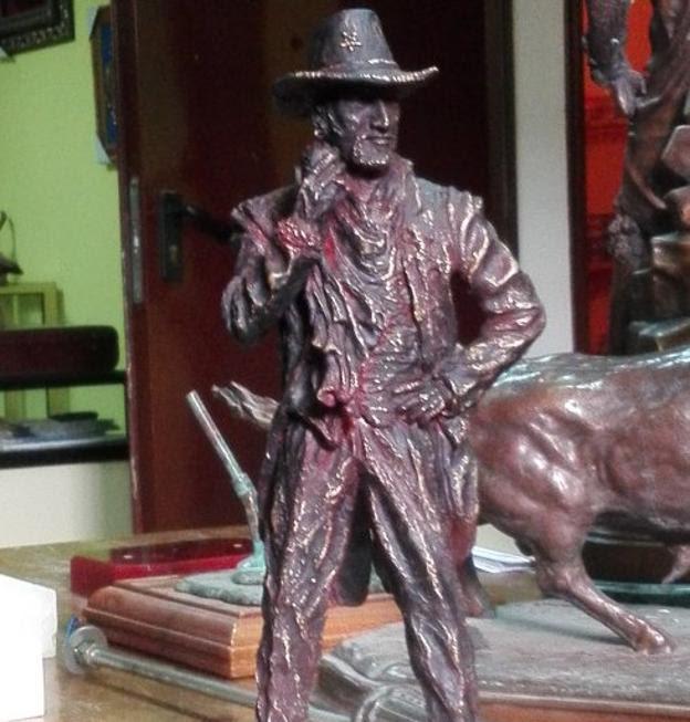 Maqueta de la futura estatua de Tino Casal.