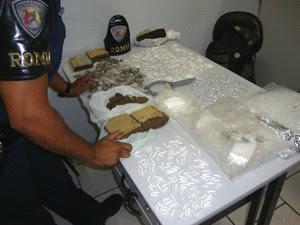 Entorpecentes foram apreendidos pela GCM (Foto: Divulgação/Guarda Municipal)